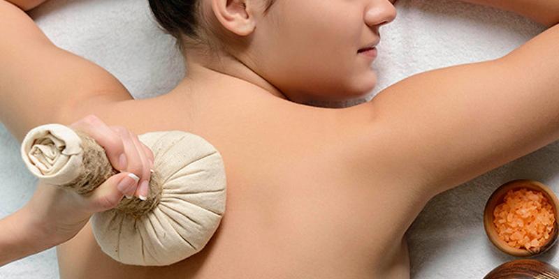 Kropspleje omfatter flere forskellige behandlinger - blandt andet urtemassage og slankebehandling